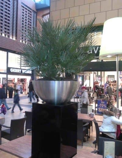 Edelstahl Bowl in einer Fußgängerzone