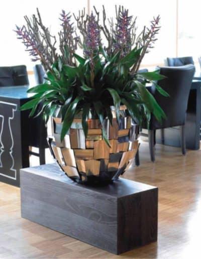 Pflanzengefäß aus geformten V4A Elementen